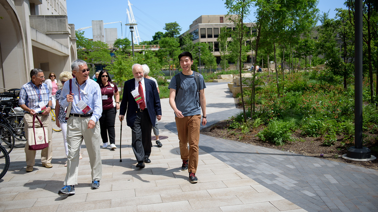 students giving campus tour